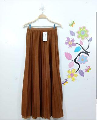 Pleated Skirt Glossy Import