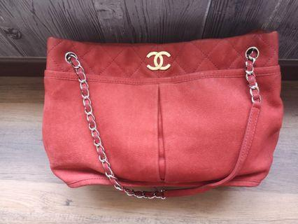 🚚 Authentic Chanel Tote