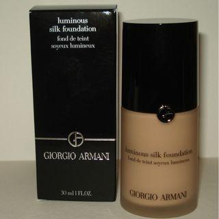 GIORGIO ARMANI Luminous silk foundation 30ml, SHADE #4. Brand New & Authentic (NO SWAPS, PRICE IS FIRM)