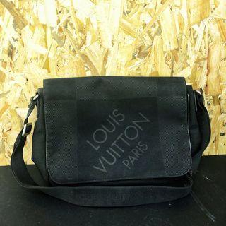 100% Authentic Louis Vuitton Men Geant Messenger sling bag