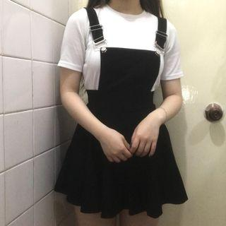 黑色吊帶連身裙  連衣短裙 修腰  顯身材