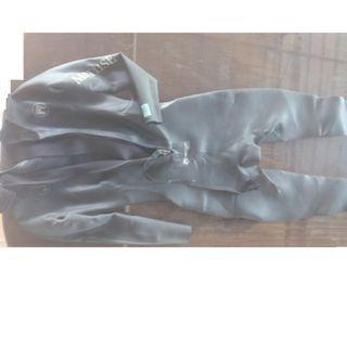 Retailing at US$400++ scuba diving wetsuit Matuse_Dojo_geoprene size_ML: 1.6m- 1.8m 45kg-65kg
