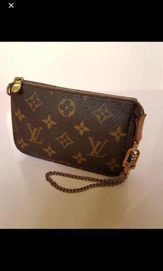 🚚 Louis Vuitton Mini pouch