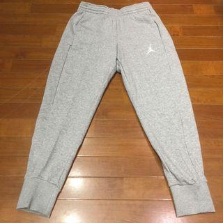 Nike Air Jordan 日本限定 男運動籃球長褲 純棉縮口褲 保暖內刷毛 飛人喬丹Logo 灰色素色基本款 L