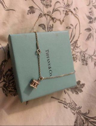 Tiffany & Co 羅馬數字立體四方形頸鏈