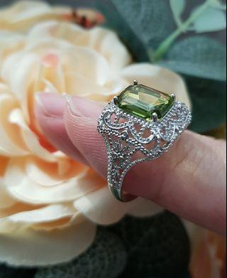 BN Vintage Design Green Oblong Solitaire Ring