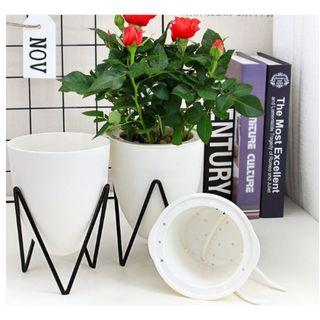 Oval shape self-watering pot with metal rack