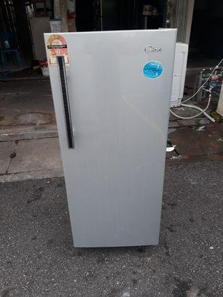 Peti ais,Midea,1pintu,Very Good Condition With One Month Warranty working Condition 100%  prefer self pic up trasport can manage will be charged  BuyerCan call/Sms Or Whatsup.0142259035  Taman pandan cahaya jalan 2/3