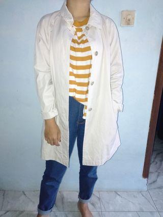 White outer/jaket