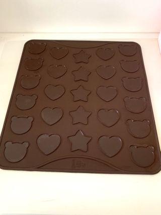 Macaron Baking Mat - Star, Hearts & Bear