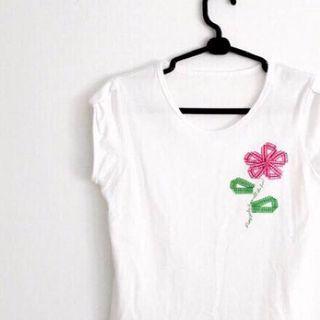 純白 花朵裝飾 素白T 短袖上衣 休閒衫 圓領T恤 白色 格紋