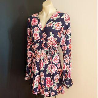 Women's size L 'JAASE' Gorgeous floral print long sleeve robe dress - AS NEW