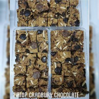 🚚 TIPTOP CRANBERRY CHOCOLATE.(PREORDER). RAYA 2019 COOKIES. ORDER YOURS NOW!