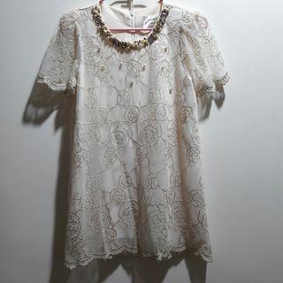 🚚 蕾絲花樣珍珠短洋裝