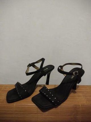 Sepatu Pierre Cardin Hitam Pesta Heels