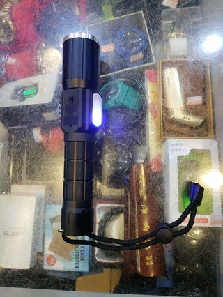 手電筒附18650元前段可調焦距側面有照明加警示燈300