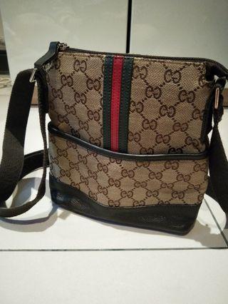 Gucci斜背小包