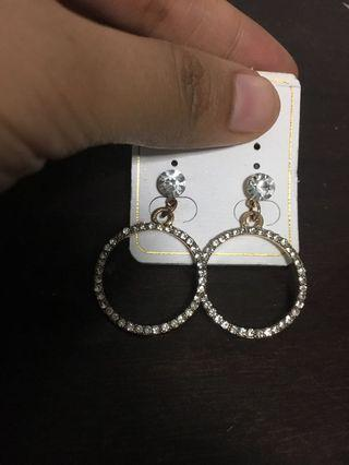 🚚 Drop earring with crystal pendant