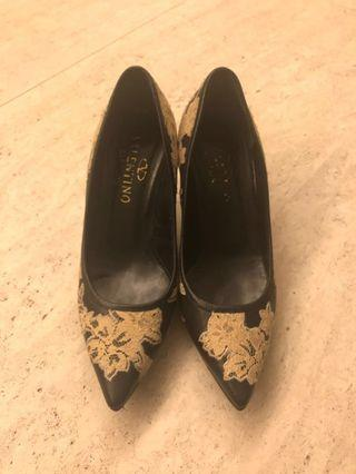 VALENTINO Lace Pump Shoes (95% New)