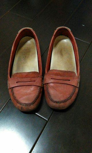 "Timberland ""粗穿""全皮革平底鞋"