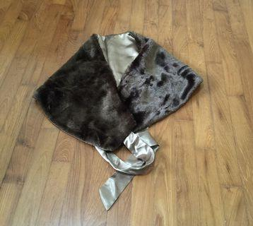 🚚 Brown fur shawl