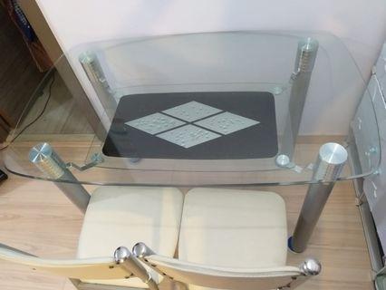 玻璃枱及二張椅 ( 有使用痕跡, 長沙灣昇悅居自取 )