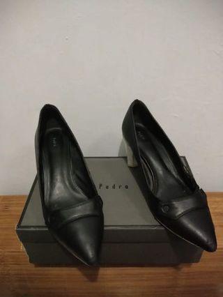 Sepatu Pedro Hitam