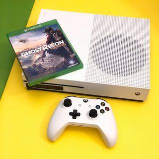 XBOX ONE S 500GB with game and controller