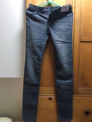 GU / Uniqlo 灰色洗水牛仔長褲