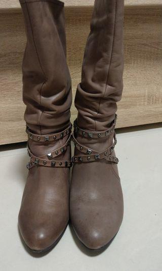 🚚 達芙妮復古細根保暖中筒靴
