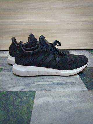 🚚 Adidas Swift Run us10號