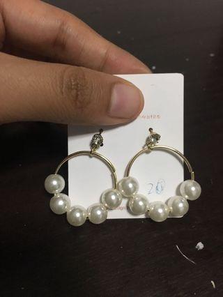 🚚 Pearl hoop earrings in gold
