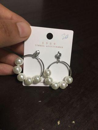🚚 Pearl hoop earrings in silver