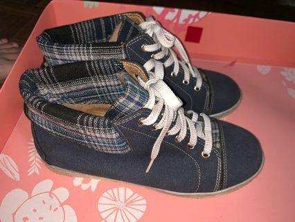 🚚 高筒鞋 22.5cm