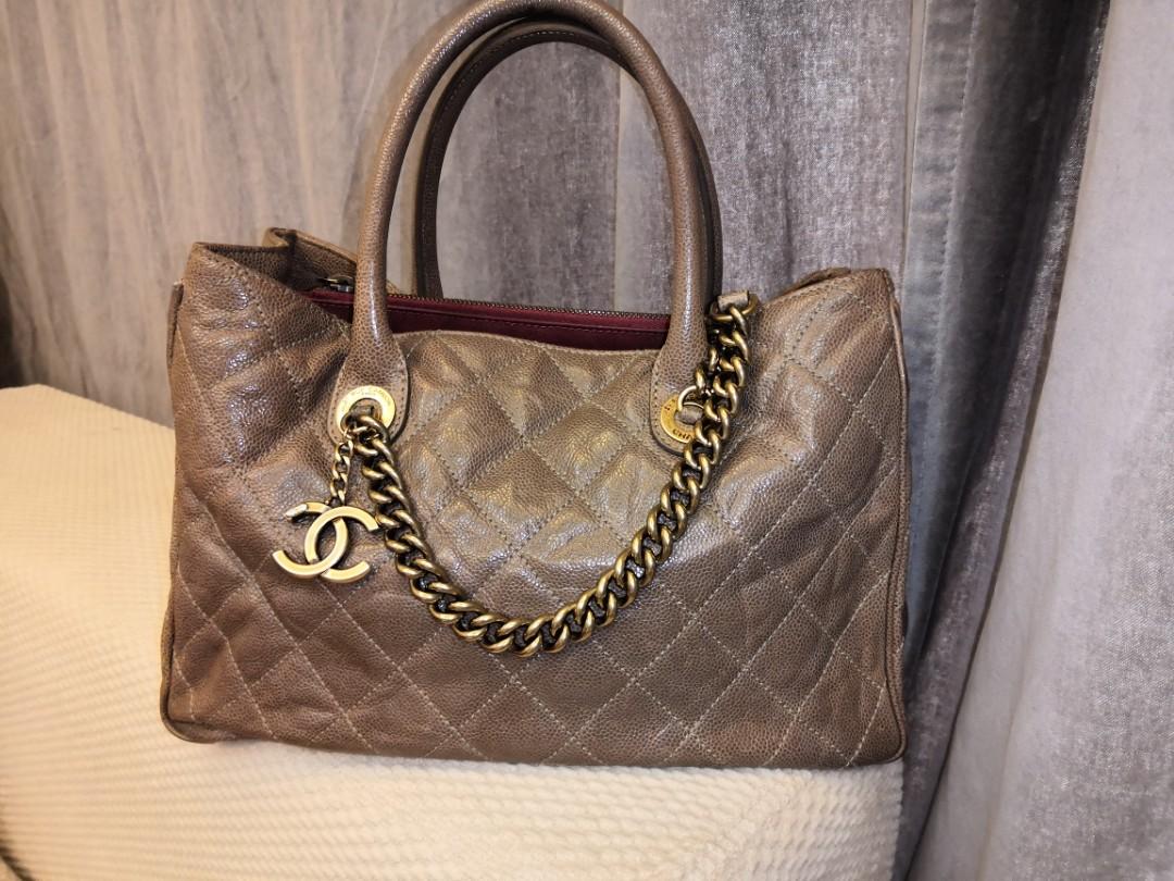 4a15a565ddf38d 💯Authentic Chanel shiva charm tote, Barangan Mewah, Beg dan Dompet di  Carousell