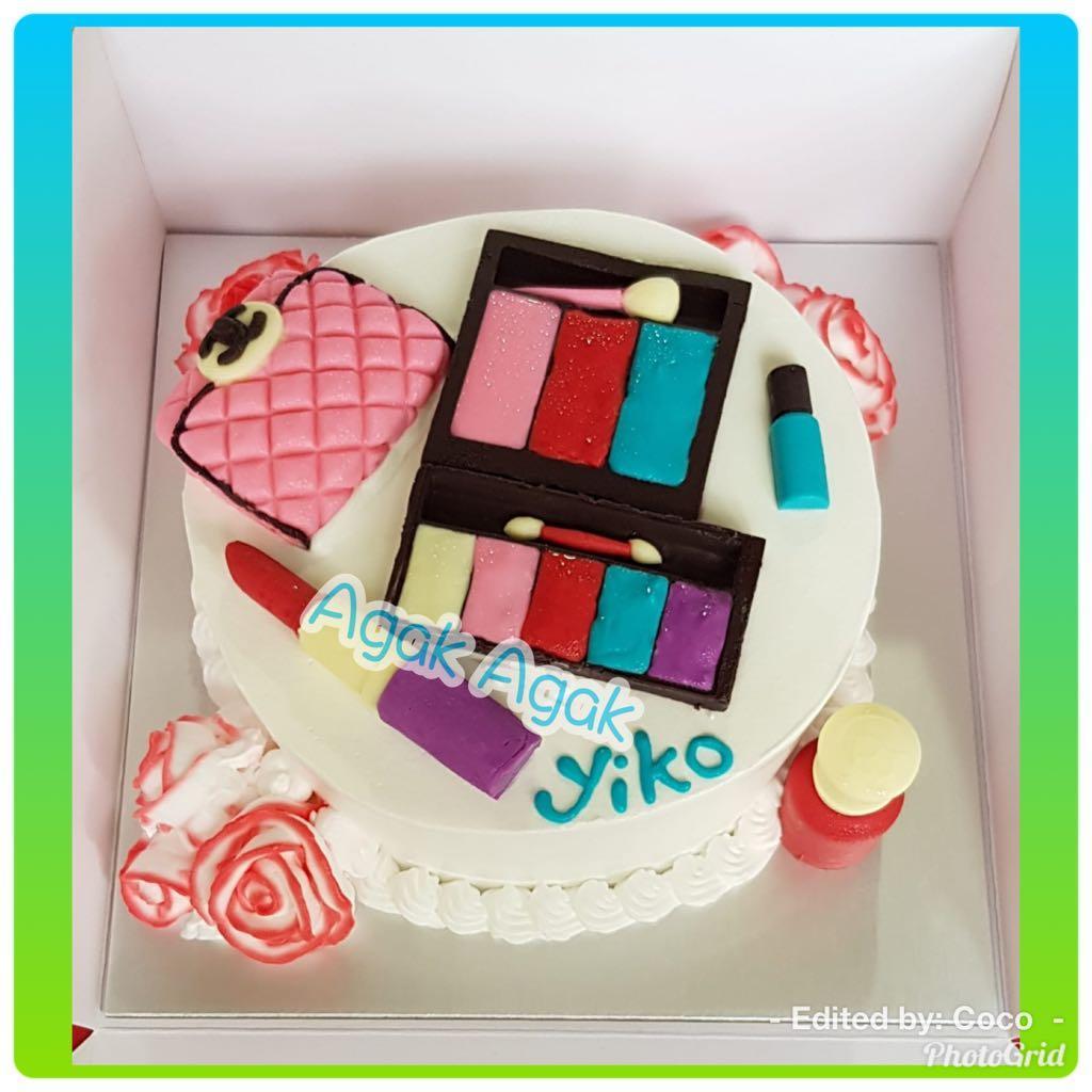 Beauty Makeup Cake., Food & Drinks