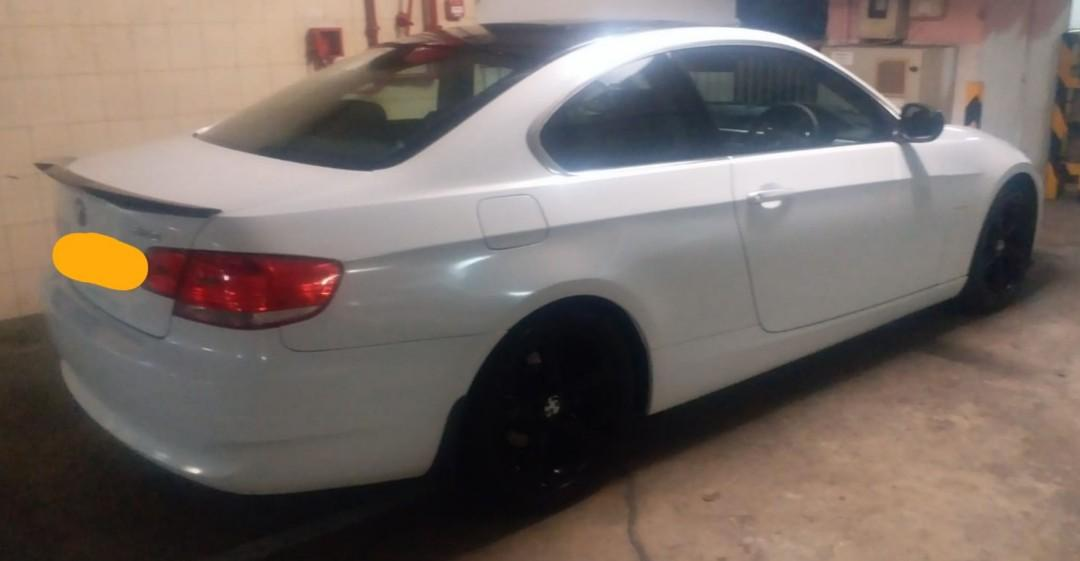 BMW 323IA Coupe 2010