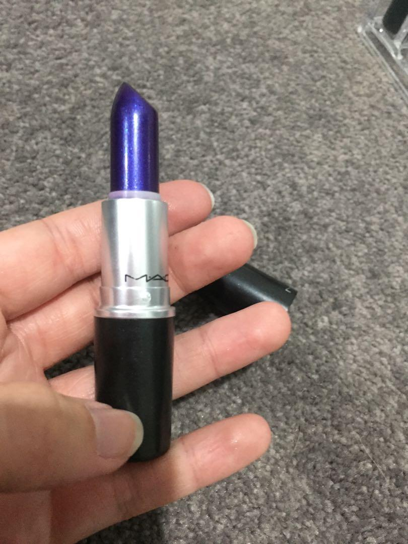 Mac model behaviour lipstick