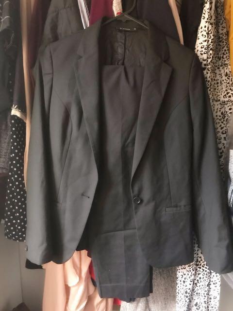 NEW Van Heusen charcoal grey formal slim fit smart suit size6