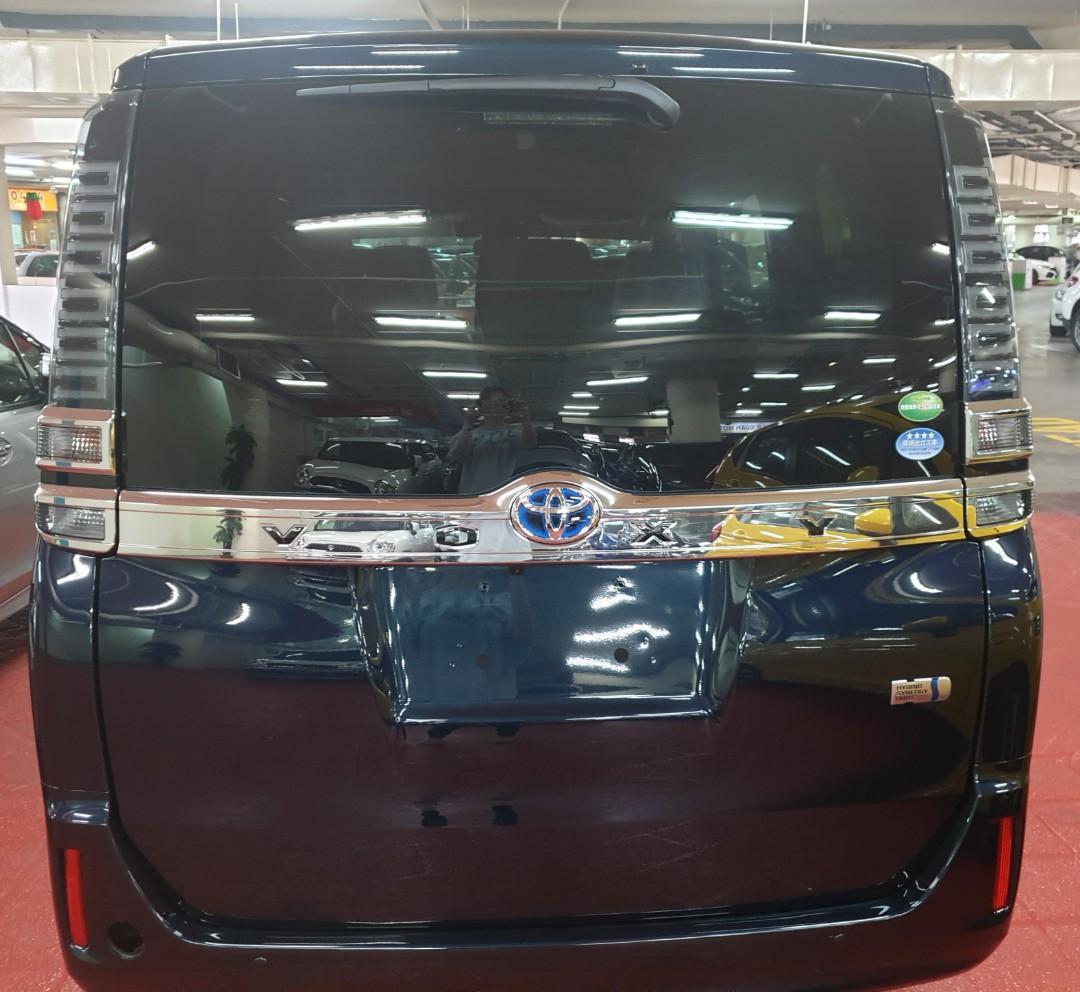 Toyota Voxy 1.8 Hybrid X 7-Seater Auto