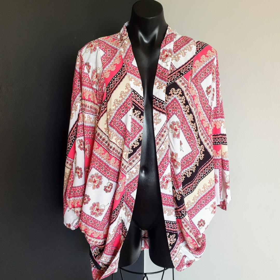Women's one size 'ALL ABOUT EVE' Stunning batwing sleeve kimono jacket - AS NEW