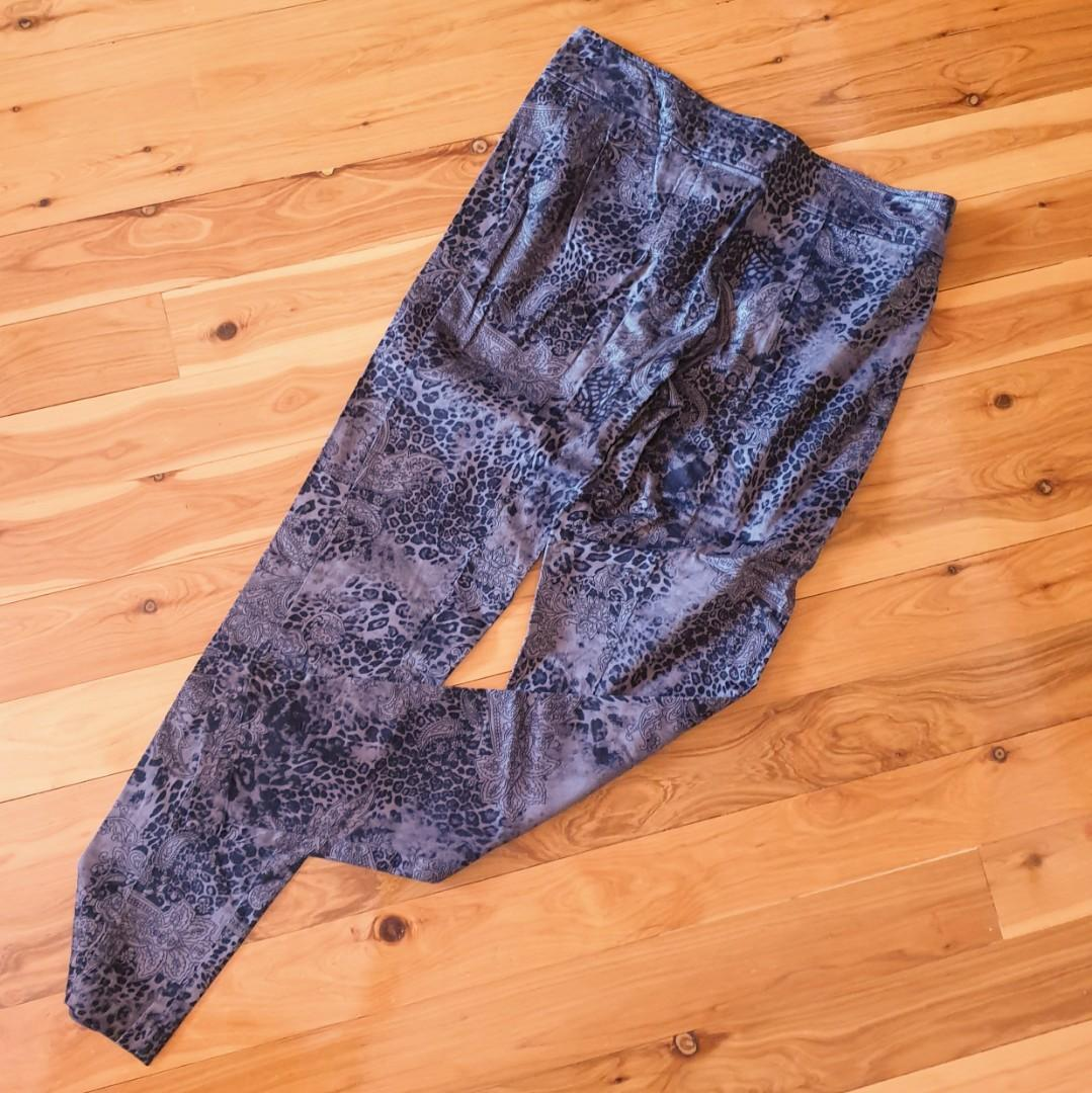 Women's size 14 'FOIL' Stunning floral print pants- AS NEW