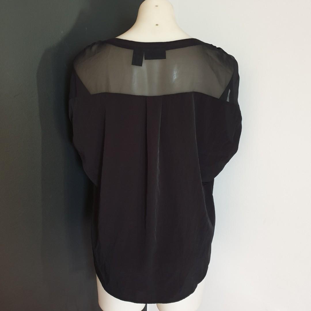 Women's size L 'DKNY JEANS' Gorgeous black short sleeve  blouse top - AS NEW