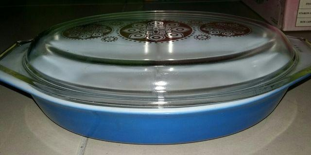 Clearing off mum's precious Vintage 1980s Royal Blue Vintage Pyrex Divided Dish