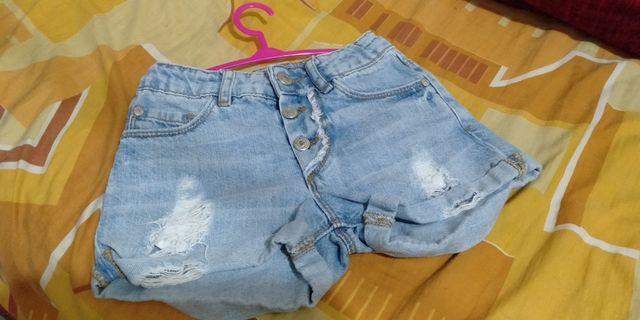zara shorts.
