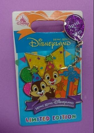 香港迪士尼交換徽章pin ~~ Chip And Dale birthday pin Le600