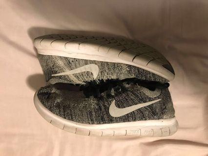 Nike Free Run Flyknit W size 9.5