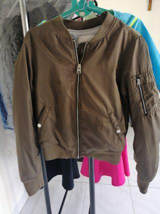 Jaket bomber pull and bear