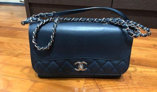 Chanel seasonal bag in Navy (medium)