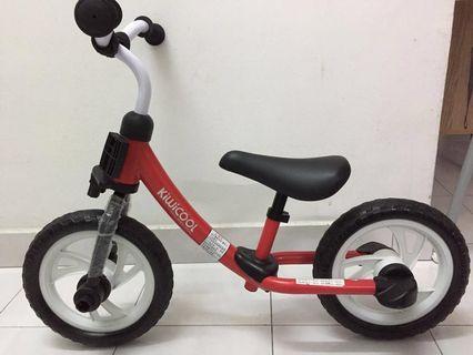 Balance/push bike with detachable pedal